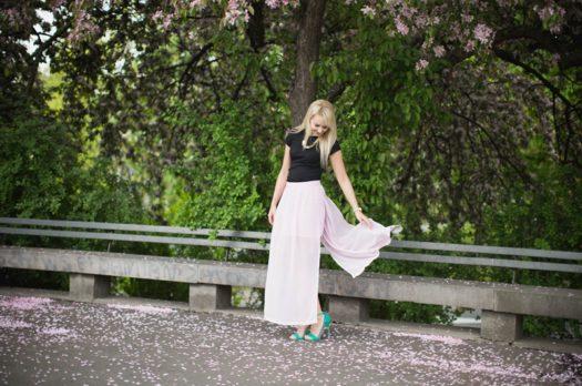 Czy istnieje idealna spódnica dla mamy? – stylizacja
